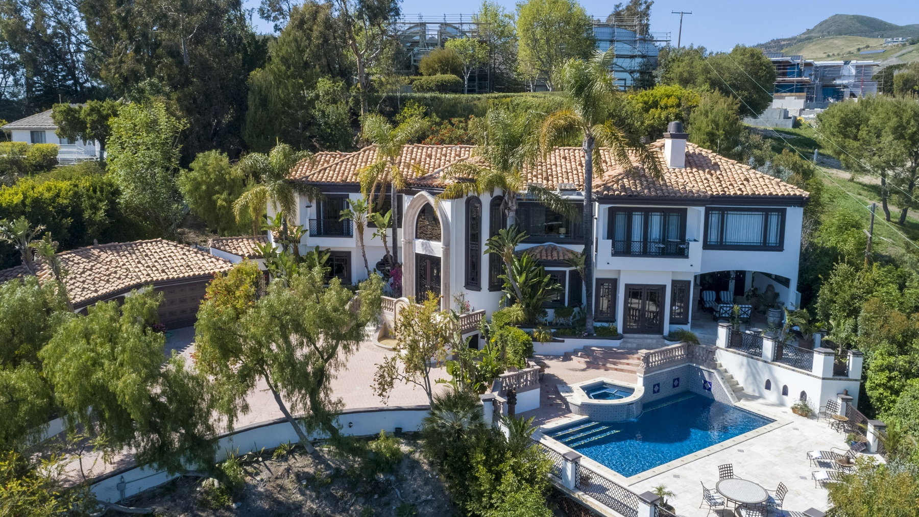 AERIAL-VIEW-OF-VILLA-FRONT-WITH-POOL-2560
